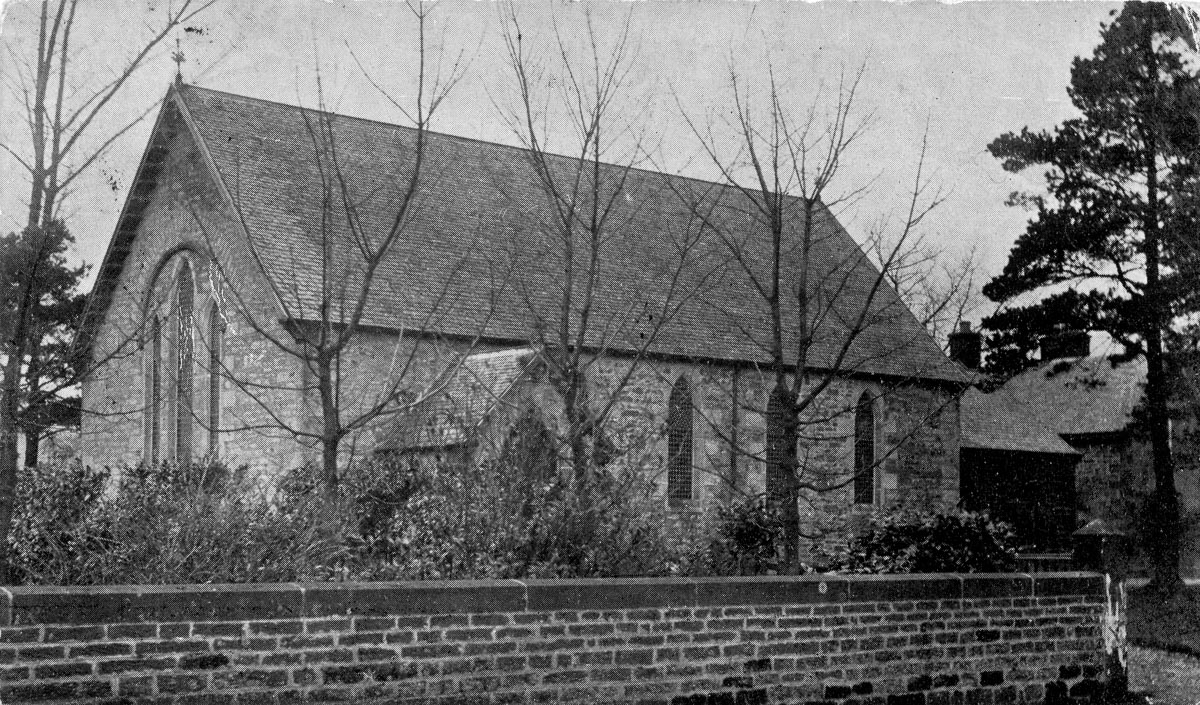 A black and white photograph of Killearn Free Church taken from Main Street