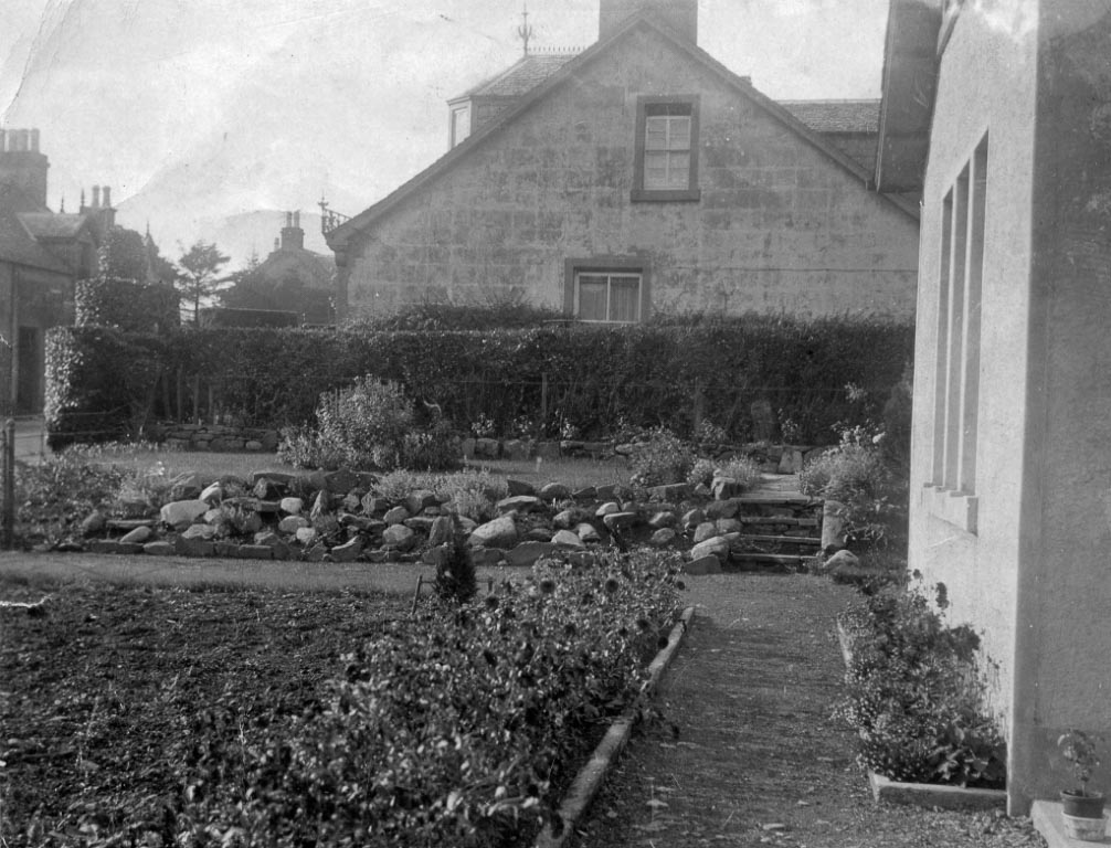 Black and white photo of tidy garden of Mr. Russel in Killearn