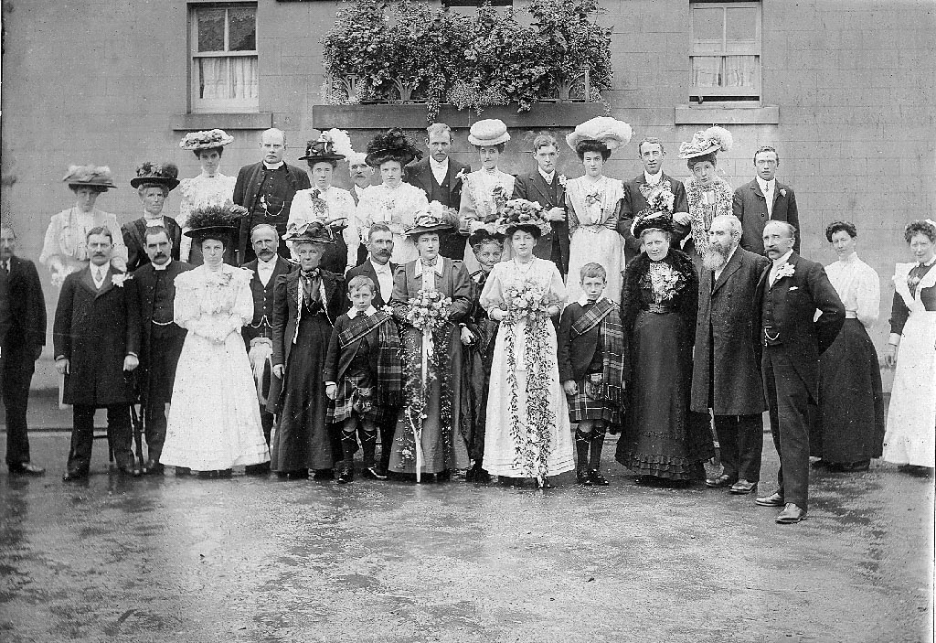 Black and white photo of Wedding party outside Black Bull Hotel, Killearn - 1908
